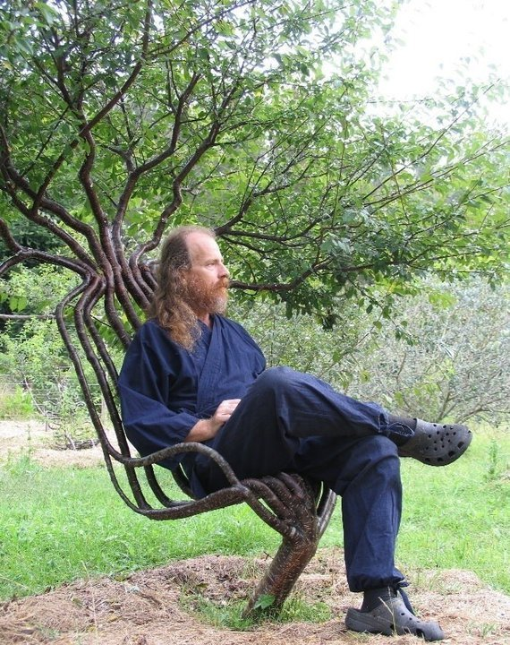 aous:  Pooktre - growing a tree in a shape..  All natural chair with built in shade!