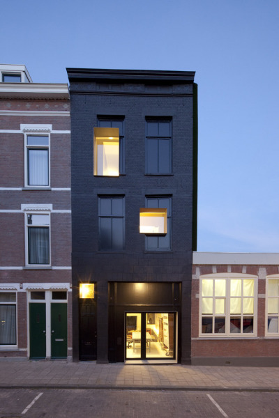 aphotik:  Black Pearl by Studio Rolf.fr i.p.w. Zecc Architecten Program: house and studioLocation: Pompstraat 44, Charlois, Rotterdam, NetherlandsDate preliminary design: January 2008Start construction activity: December 2008Acceptance: September 2010Floor area: 170 m2Words: Courtesy of Studio Rolf.frPhotography: Frank Hanswijk