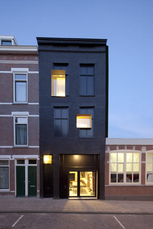 aphotik:  Black Pearl by Studio Rolf.fr i.p.w. Zecc Architecten Program: house and studioLocation: Pompstraat 44, Charlois, Rotterdam, NetherlandsDate preliminary design: January 2008Start construction activity: December 2008Acceptance: September 2010Floor area: 170 m2Words: Courtesy of Studio Rolf.frPhotography: Frank Hanswijk  - I Love Ugly