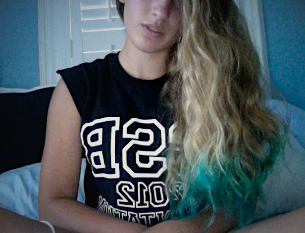 dip-dyed my hair teal :D