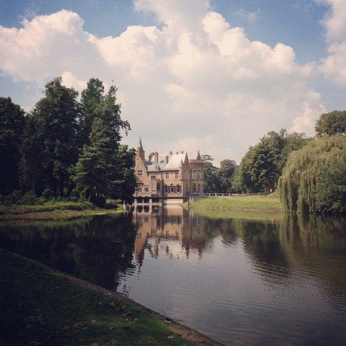 #castle #lake #belgie #belgium #scenic #cool #breeze #nature #igsg #sgig #iphonesia #iphoneonly #instago #instabru #instagood #instamood #instagraphy #instagrammers #jj #brunika #webstagram  (Taken with Instagram)