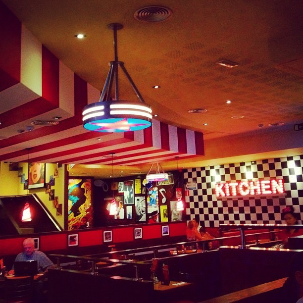 Juernes #instagram #madrid  (tomada con Instagram en T.G.I. Friday's)