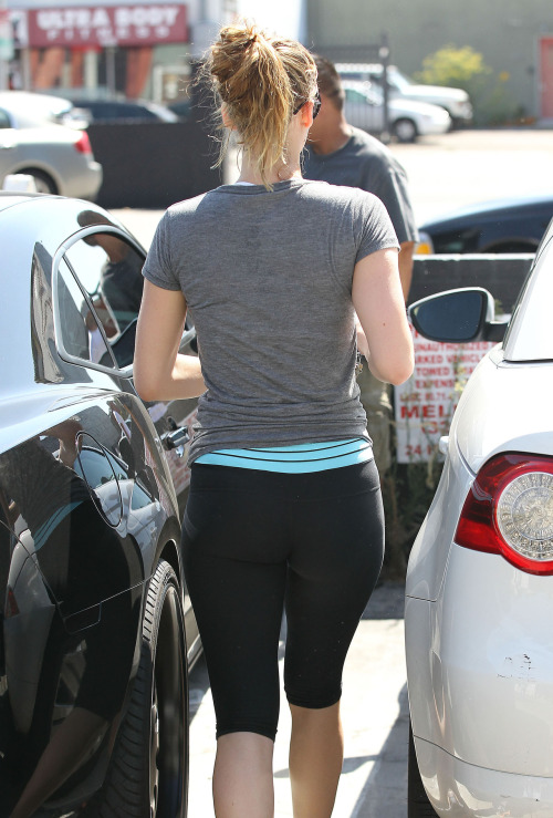 """The Hunger Games"" starlet Jennifer Lawrence has such a great booty - in SPANDEX!"
