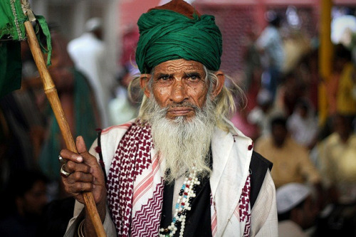 v-agabonds:  Urs at Nizamuddin Hazrat Aulia's Dargah. India by fredcan on Flickr.