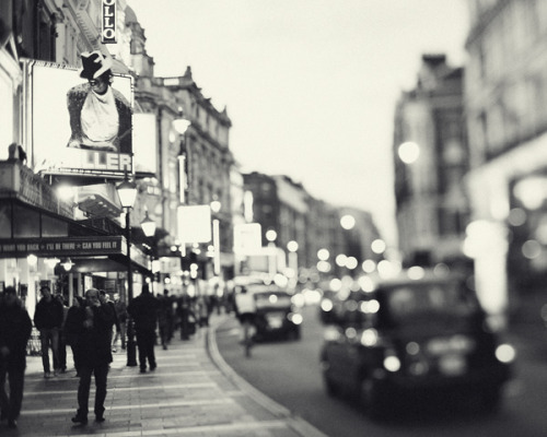 theworldwelivein:  London Noir by Irene Suchocki