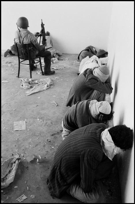 كيف يعامل جنود الاحتلال الأسرى؟؟  ISRAEL. 1956. Palestinian prisoners being guarded by Israeli soldiers during the Sinai campaign. Burt Glinn.