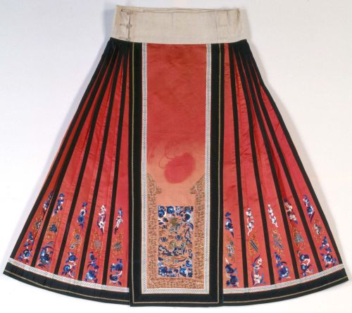 non-westernhistoricalfashion:  Woman's semi-formal unofficial paired skirt Nationality: Chinese Creation date: about 1860-1870 Dynasty: Qing dynasty Materials: silk  If you're a worldbuilder, this blog is like. Required reading. Amazing. GO CHECK IT OUT
