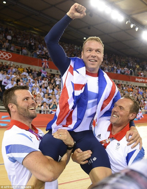 ash-the-ge0rdi3-manc:  I'm starting to really like chris hoy, he's hot :3