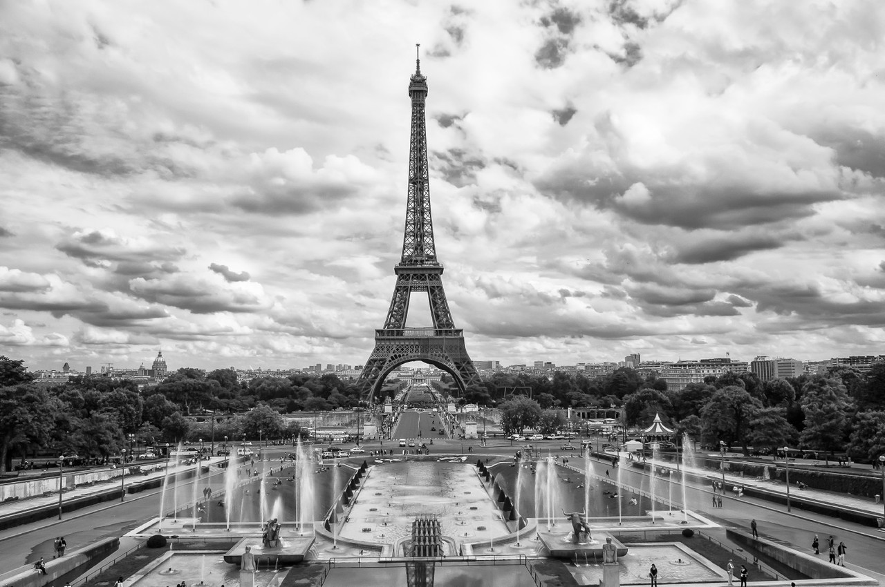 Tor Eiffel in Monochrome By: Brad Randleman