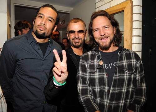 i-shit-and-i-stink:  Ben Harper, Ringo Starr & Eddie Vedder
