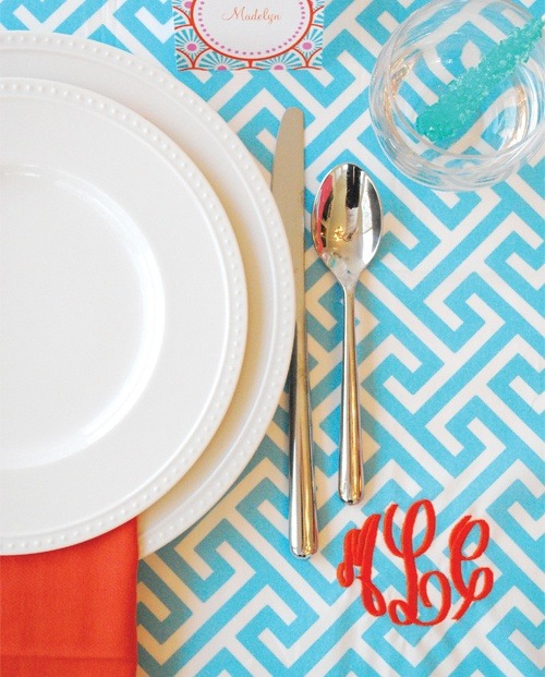 preppyinpink183:  Love this cute monogrammed table setting!  (via imgTumble)