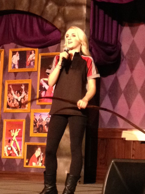 peetaslongbun:  Evanna Lynch dresses as Katniss Everdeen at Leaky Con