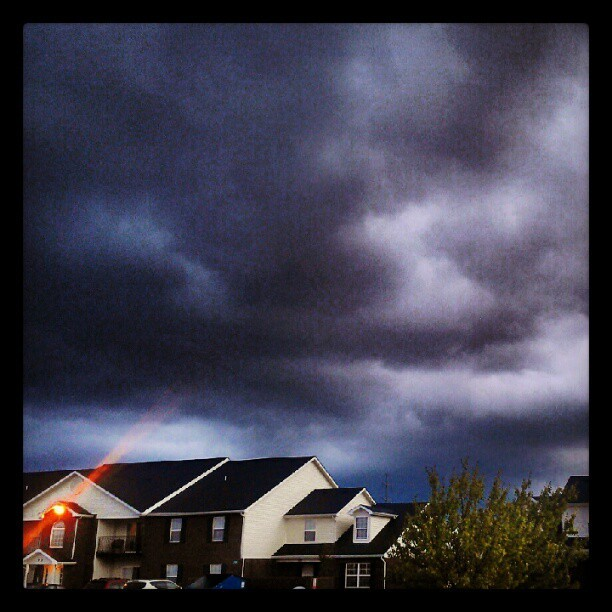 This doesn't look good… #rainclouds #rain #storm #tornadowatch #dark #ohshit  (Taken with Instagram at Bubbaloo's crib)