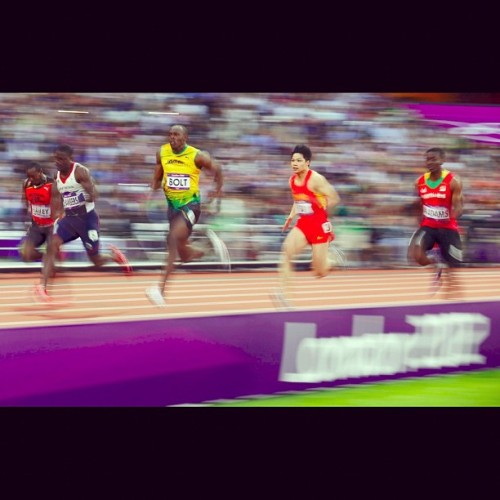 hillsidematahari:  Warp Speed #bolt #usainbolt #olympics #fastnuhbaxide (Taken with Instagram)