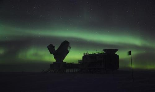 n-a-s-a:  A magnificent green aurora australis encompasses the South Pole Telescope (SPT) at Amundsen-Scott South Pole Station.  Photograph by: Sven Lidstrom National Science Foundation