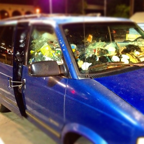 That's a bungee cable holding all that #trash in that #van. (Taken with Instagram at 7-Eleven)