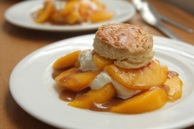 Peach shortcakes: enjoy summer! Recipe here