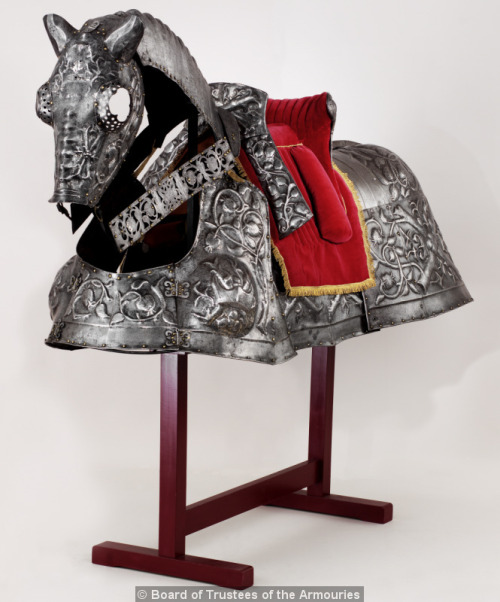 medievalthedas:   Horse armour of King Henry VIII (known as the Burgundian Bard). Flemish, about 1511-15. Part of an armour presented by the Holy Roman Emperor, Maximilian I, to Henry VIII to mark his marriage to Katherine of Aragon. Made by Guille Margot and decorated by Paul van Vrelant  Royal Armoury