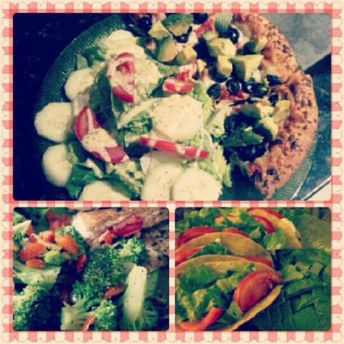#EASYVEG pt. 2 - #mushroom#olive#avocado#pizza (a la @viva_la_vegan!) + #organic #fieldgreens / #oregano#tomato#panini + #broccoli&#bellpepper / #smartground #veggie #tacos. Yum-yummerZ. :9 #vegetarian #veggies #homemade #cooking #foodporn (Taken with Instagram)