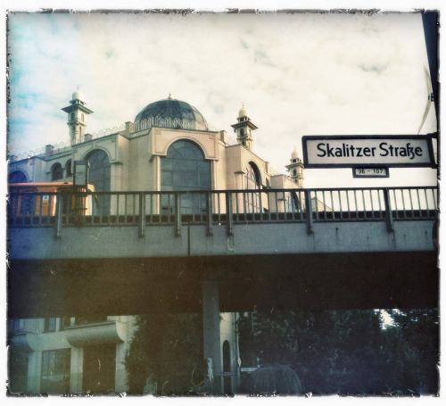 magnax23:  Kreuzberg. Nice neighbourhood.  nice snap shot at Skalitzer Straße btw now is Ramadan Time  Muslims worldwide observe this month of fasting