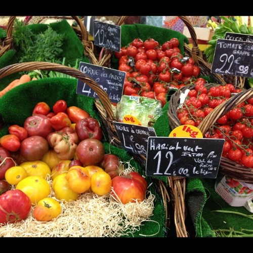 Les Halles farmers #market #tours #france @cheryltan88 just back in time for #letslunch post!  (Taken with Instagram)