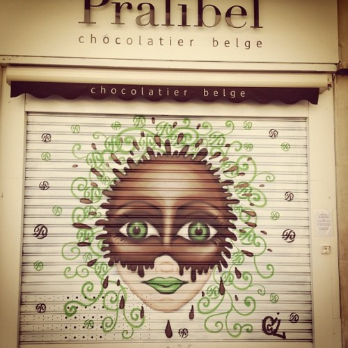 Beautiful #graffiti for a #chocolatier #chocolate #tours centre de ville #france #art  (Taken with Instagram)