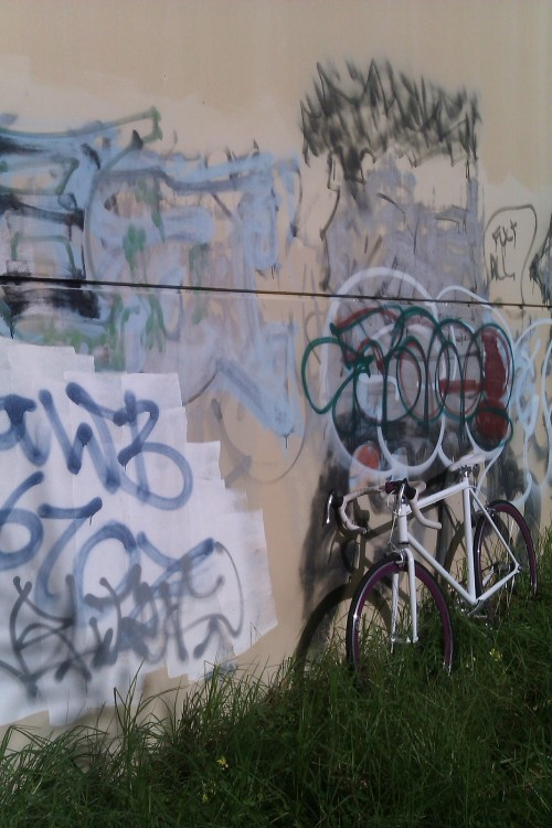 jxckery:  bike + wall