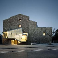 Brilliant. Church of Sant Francesc Convent in Santpedor by David Closes Arquitecte (Image Courtesy Jordi Surroca)