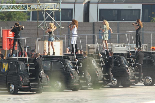 Spice Girls rehearse for the Closing Ceremonies.