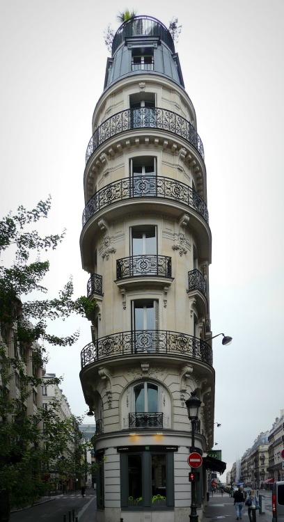 source: Paris Daily Photo ~ beautiful building in Paris with a garden on top