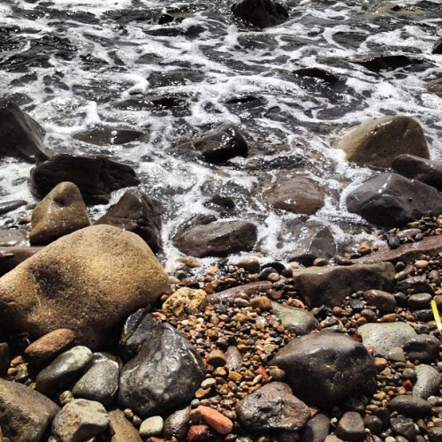 Mar y rocas. #lasnegras #sea #water #summer  (Tomada con Instagram)