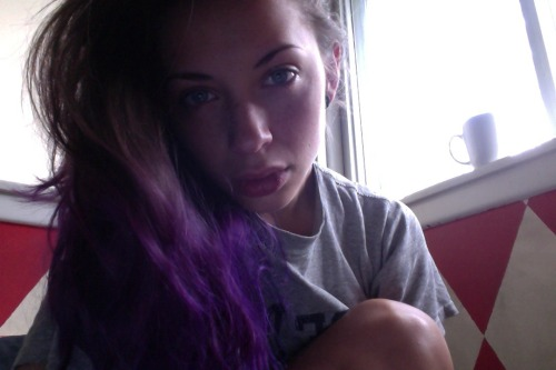 nomakeup justwokeup and its raining again.
