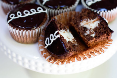 gastrogirl:  homemade hostess cupcakes.