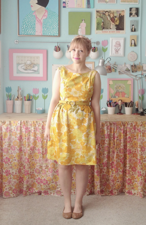 Kate Gabrielle of Scathingly Brilliant in a vibrant yellow vintage dress