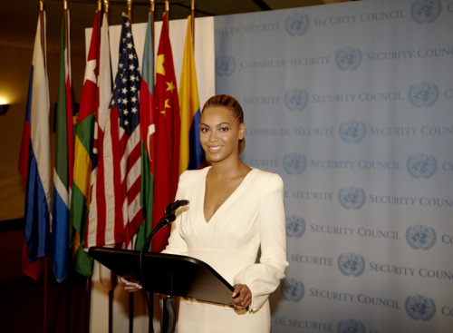 "beyonce's photo of herself at the UN Security Council as part of World Humanitarian day is tagged ""fashion"""