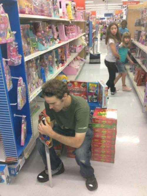heyfunniest:   Throne of Games.  omg just look at the kids in the back they're like oh shit some shits going down get da fuck outa here! THIS BLOG. THIS!