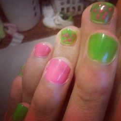 My nails :) #toes #fingers #green #pink #polkadots #ohheyyy (Taken with Instagram)