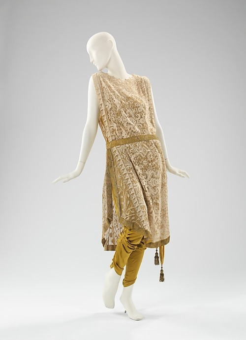 omgthatdress:  Ensemble Callot Soeurs, 1910 The Metropolitan Museum of Art