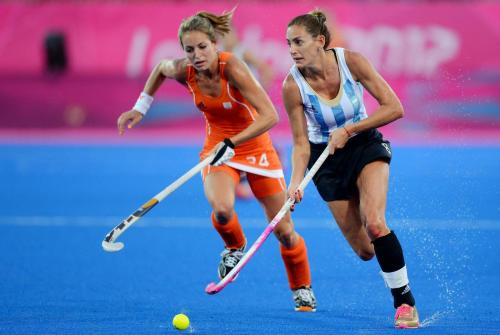 lasleonas:  Las Leonas 0 - Holanda 2  i like how sports people can be so normal.