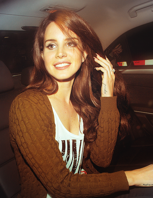 2 /100 pictures of the beautiful Lana Del Rey