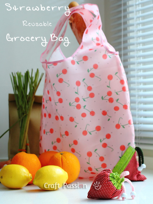 (via Sewing | Strawberry Reusable Grocery Bag | Free Pattern & Tutorial at CraftPassion.com)