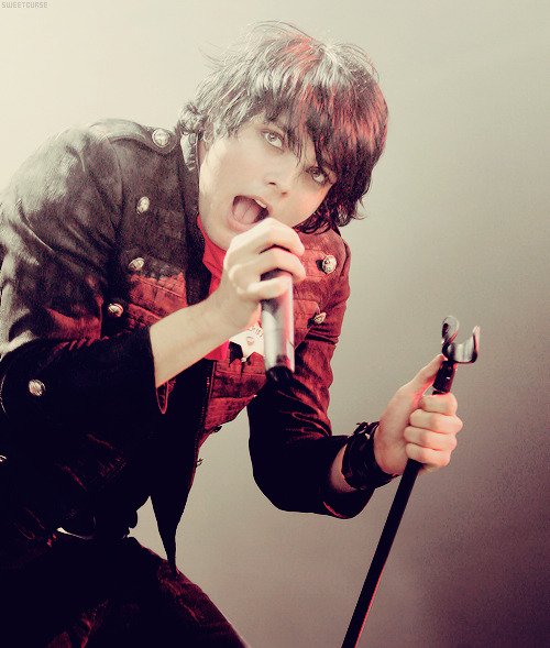 [5/50] Pictures of Gerard Way.