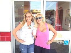 Janelle Pierzina @janellepierzina  With my girl @PorscheMiami at In N Out!!! #finallygettingthatburger #bb14