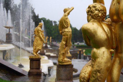 a-l-ancien-regime:  Peterhof Palace,  the Grand Cascade St. Petersburg, Russia The Grand Cascade is modelled on one constructed for Louis XIV at his Château de Marly