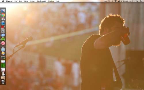 desktop. trying to get used to my dock being on the left (keeping it visible while i do), we'll see how that goes…