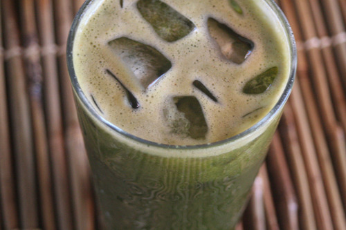 Juice 1: Broccoli, Spinach and Carrot Juice I usually make 16 ounces per juice so I just keep adding the veggies until I reach 16 ounces, but basically I used this setup 40% Broccoli 40% Spinach  20% Carrot 1/2 lemon Blend and Enjoy :)