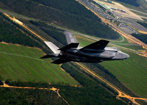 myyblogg77:    F-35 completes first airborne weapons separation  click to see more