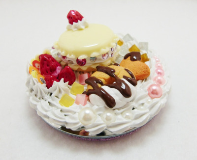 Decoden sweet compact mirror