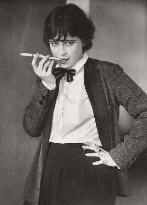 etund:  Valerie Boothby, 1930  Need that jacket.