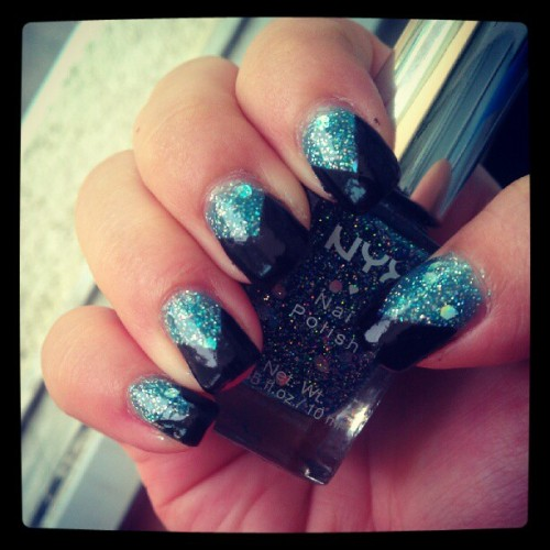 V-gap nails #manicure #blue #glitters #holographic #black #Vgap #NYX #pretty #nice #nail #nailart  (Taken with Instagram)